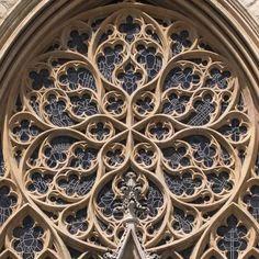 tracery-rose-Beauvais.jpg (600×600)