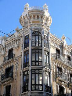 Modernismo en Calle Mayor, Madrid. España.                                                                                                                                                     Más