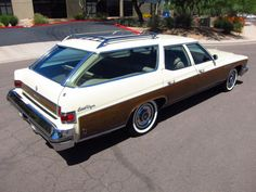Great lines!! 1976 Buick Estate wagon