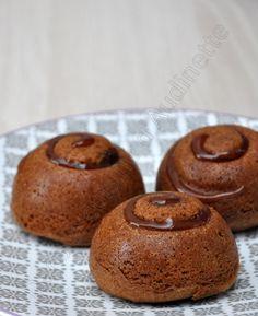 J'ai la chance d'avoir gagné la nouvelle empreinte Dômes spirales de Demarle. Cette empreinte n'est disponible que jusqu'à fin avril, elle ne fait pas partie du catalogue. Il y a une spirale en creux au dessus des dômes, que l'on peut garnir avant remplissage... Mini Desserts, Christmas Desserts, Easy Desserts, Cake Dome, Private Chef, Mousse Cake, Blondies, Biscotti, Doughnut