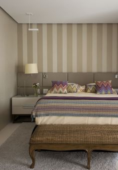 Are you starting a new home decor project or simply want to redecorate for the new season? Let yourself be inspired by these 20 luxurious bedroom design ideas you will want to copy! Home Bedroom, Master Bedroom, Bedroom Decor, Bedrooms, Suites, Bedroom Styles, House Design, Interior Design, Decoration