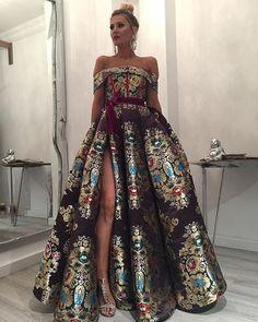 dress by dona matoshi Elegant Dresses, Pretty Dresses, Formal Dresses, Vestidos Color Blanco, Gala Dresses, Mode Inspiration, Beautiful Gowns, Dream Dress, Look Fashion
