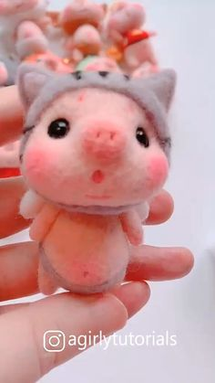 Needle Felted Animals, Felt Animals, Cute Crafts, Felt Crafts, Wool Dolls, Felted Wool Crafts, Needle Felting Tutorials, Felt Fairy, Felt Toys