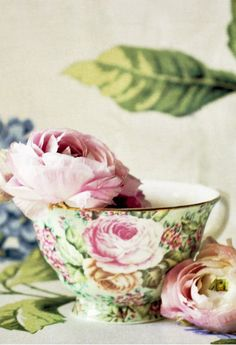 Rose Patterned Teacup with real roses.