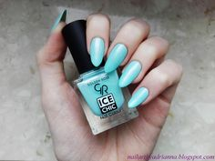 Cudny błękit Golden Rose Ice Chic. Znaleziono:  http://nailartbyadrianna.blogspot.com/2016/05/golden-rose-ice-chic-81-i-roza.html