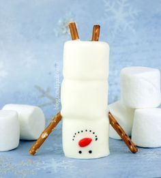 """Handstand Snowmen - perfect for a sequencing task and the concept of """"Upside down"""" (Christmas Bake Pretzels) Gingerbread House Parties, Christmas Gingerbread House, Christmas Snacks, Noel Christmas, Christmas Goodies, Christmas Candy, Holiday Treats, Christmas Baking, Holiday Fun"""