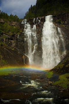 Rainbow and falls - beautiful nature!
