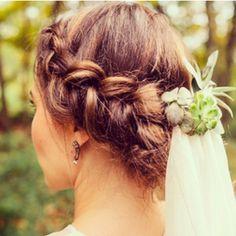 braid+veil with succulents.