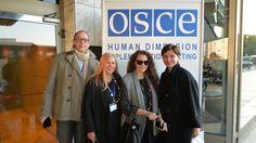 Zu OSZE-Menschenrechtskonferenz in Warschau, waren auch drei Aktivistinnen aus Kiew angereist. Die drei Frauen, die das Kiewer Institut für Rechtspolitik und sozialen Schutz sowie das Zentrum des freien Wortes vertreten, hielten Vorträge über die Verletzung der Grundrechte und über Angriffe auf Journalisten in der Ukraine. RT-Korrespondent Ulrich Heyden sprach mit den Aktivistinnen.
