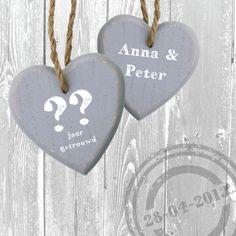 jubileumkaart met 2 grote houten harten - Jubileumkaarten - Kaartje2go