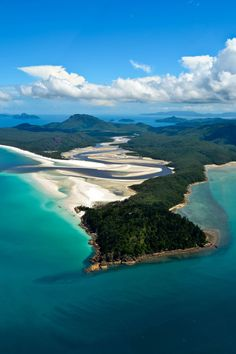 A helicopter ride over the Great Barrier Reef and Whitehaven Beach, Hill Inlet - Whitsundays, Australia
