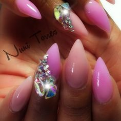 #ShareIG Shout out to @vwalanailsupply for these amazing crystals make sure to follow this nail supplier @vwalanailsupply