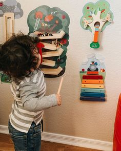 Oribels VertiPlay Wall Toys are designed for purposeful play and learn. Let your baby explore a world new world of fun and imagination with these vibrant wall toys!
