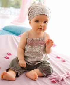 Such a chic little outfit! Idea for my Bella!