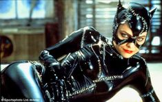 Michelle Pfeiffer Finds Her 'Batman Returns' Whip, Shows Off Her Catwoman Skills — The Hollywood Reporter Catwoman Cosplay, Batman Et Catwoman, Cosplay Gatúbela, Batman Cat, Cosplay Costumes, Catwoman Michelle, Catwoman Selina Kyle, Michelle Pfeiffer Catwoman Costume, Catwoman
