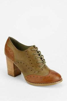 Heeled oxford for fall