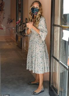 Hot Weather Outfits, Her Style, Boho Style, Style Finder, Looks Chic, Sarah Jessica Parker, Style And Grace, Mail Online, Daily Mail