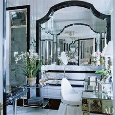 Looking for decorating ideas? Browse beautiful interiors on Architectural Digest for the perfect inspiration to help you design your dream home. Dream Bathrooms, Beautiful Bathrooms, Modern Bathrooms, Master Bathrooms, Interior Exterior, Interior Design, Modern Interior, Interior Decorating, Mario Buatta