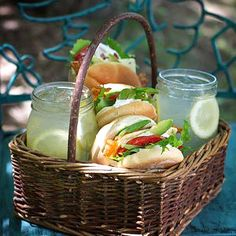 love this lunch date picnic idea