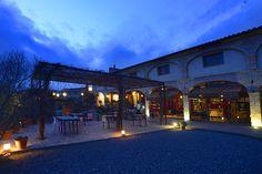Bodega, restaurante, vinoteca, alojamiento y actividades enoturísticas. Ese es el abanico de posibilidades que ofrece Clos Figueras, un espacio ubicado en la localidad tarraconense de Gratallops, en pleno corazón del Priorat, y dirigido por la reconocida familia Cannan.