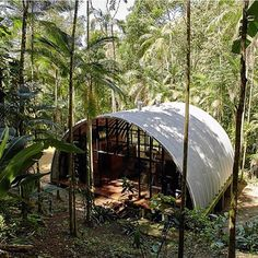 Atelier Marko Brajovic has designed ARCA a weekend house inspired by Brazilian indigenous homes. ARCA house is located on a waterfall Perequé Quonset Hut Homes, Prefab Homes, Modular Homes, Barn Homes, Contemporary Architecture, Architecture Design, Tropical Architecture, Architecture Models, Brazilian Rainforest