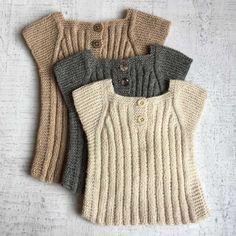 BABY-VEST-fra-Strik-design Source by lissihaugaard Sweaters Baby Boy Knitting Patterns, Knitting For Kids, Knitting Designs, Free Knitting, Knit Baby Sweaters, Knitted Baby Clothes, Baby Outfits, Baby Dresses, Toddler Vest