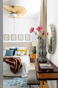 This white apartment in Madrid has got a new life and look thanks to vintage furniture and an abundance of unusual details, that the owner, interior ✌Pufikhomes - source of home inspiration Romantic Bedroom Decor, Home Decor Bedroom, Diy Bedroom, Bedroom Ideas, Interior Design Inspiration, Room Inspiration, Design Ideas, Ideas Dormitorios, Home And Deco