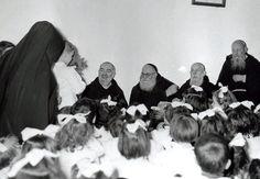 Padre Pio con padre Agostino Daniele da San Marco in Lamis; terzo da sinistra, il padre Raffaele da Sant'Elia a Pianisi (1960 ca)
