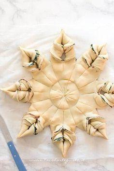 Incidere il centro della stella con il coltello -- Ricetta Stella di pasta sfoglia salata