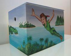 Ζωγραφική σε ξύλινο κουτί βάπτισης με θέμα τον Πήτερ Παν