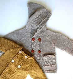Love the cable texture.Ravelry: Latte Baby Coat pattern by Lisa Chemery -- sorry for all the posts. Not implying you should make them or anything -- a friend just posted a lot of cute things and I couldn't avoid showing you for your archives. Baby Sweater Knitting Pattern, Baby Knitting Patterns, Baby Patterns, Cardigan Pattern, Knit Or Crochet, Crochet Baby, Pull Bebe, Baby Coat, Kids Fashion