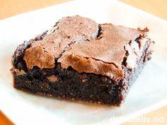 """""""Intet menneske hykler i sine nytelser"""" (Albert Camus). Her har du en fantastisk sjokoladekake som lett får frem nytelseslydene;-)"""