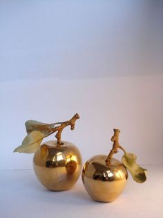 As a charm symbolic meaning greek mythology - hera Golden apple Golden Apple, Gold Aesthetic, Going For Gold, Touch Of Gold, All That Glitters, Deities, Favorite Color, Home Accessories, Gold Jewelry