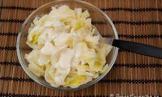 Stuvad vitkål passar till det mesta som stekt falukorv, grillad kyckling, stekt korv, isterband, stekt halloumiost, fläsk, bacon, köttbullar, pannbiff med mera. Servera ev. kokt potatis till också. Istället för vitkål kan man ta spetskål. Vit, Pineapple, Bacon, Vegan, Food, Pine Apple, Essen, Meals, Vegans