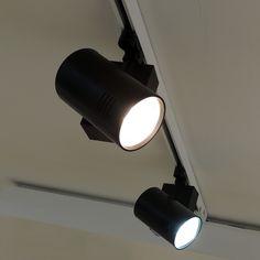 Proyector LED para carril Trifásico 25W http://www.barcelonaled.com/iluminacion-led-sobre-carril/941-proyector-led-carril-trifasico-25w.html