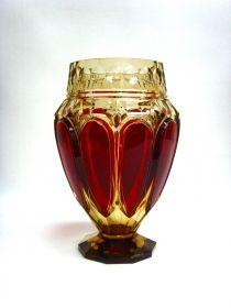"""Salle des ventes ABC : CRISTAL VAL SAINT LAMBERT, rare vase modèle """"E.L. 317"""" en cristal topaze (Coloré à l'or) taillé et doublé rouge, création de Joseph SIMON pour l'Exposition Internationale de Liège en 1930, h 28,5 cm, qualité de 1er choix."""