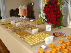 mesa coffee break Finger Food Appetizers, Finger Foods, Appetizer Recipes, Catering Buffet, Brunch Buffet, Wedding Catering, Sunday Brunch, Tea Party, Food And Drink