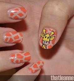 Nail Art ~ Giraffe animal print with giraffe  pic.