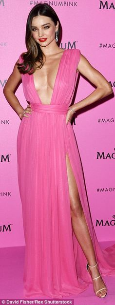 Miranda Kerr is not shy: She wore a hot pink Grecian inspired gown which had a plunging neckline at Cannes 2015 Natalie Portman, Black Queen, Star Fashion, Fashion Beauty, Women's Fashion, Miranda Kerr Style, Gisele Bundchen, Black Party, Age