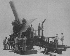 1914 1918 - la Grosse Bertha - Le M42 est un obusier de 420mm et d'une portée de 12,5Km, son poids total est de 70T et il lançait des obus de 800Kg