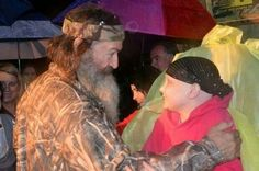 star Phil Robertson hugs Skye Loustalot, who suffers from a cancer called osteosarcoma, in Fairhope. Duck Dynasty Cast, Dynasty Tv, Robertson Family, Phil Robertson, 4 Sisters, Duck Calls, Duck Commander, Quack Quack, Country Music Videos