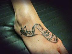 Tattoo 3D partition de musique sur le dessus du pied https://tattoo.egrafla.fr/2016/02/08/modele-tatouage-note-musique/