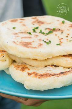 Rezept für fluffiges Naan-Brot: Indisches Fladenbrot aus der Pfanne | http://www.backenmachtgluecklich.de