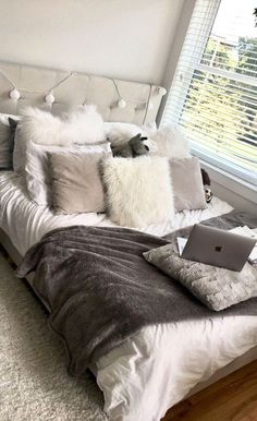 Unique Dorm Decor You Can Actually Afford. Unique Dorm Decor You Can Actually Afford. Unique dorm decor ideas are essential for creating the best dorm room possible! Here are a few unique ideas for you to use in your dorm room today! Teen Room Decor, Room Ideas Bedroom, Bedroom Inspo, Girls Bedroom, Bedroom Ideas Purple, Cozy White Bedroom, Cool Bedroom Ideas, Teen Room Colors, Cozy Teen Bedroom