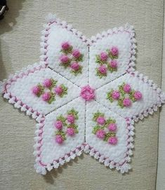This Pin was discovered by mel Crochet Potholders, Crochet Granny, Old Sweater, Stitch, Blanket, Crafts, Farmhouse Rugs, Ideas, Cross Stitch