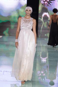 10 looks del desfile de Claudia Bertolero en Miami Fashion Week 2016 Bertolero cuenta una historia de esa cultura afroperuana, que combina lo criollo con las raíces africanas. #MIAFW16 #telemundomujer #AlmaMiaCollection #miami #ClaudiaBertolero #runway #fashion