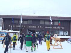 Funivia (gondel) col Margherita. Passo San Pellegrino. Wolken en mist tijdens de beruchte winter van 2014 in de Dolomieten.