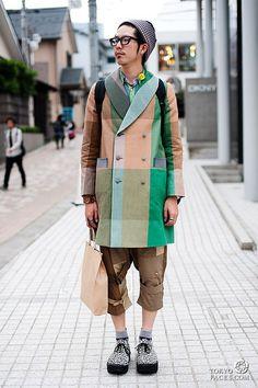 Japanese fashion & Tokyo street style photos - Tokyofaces - Part 12 Japanese Streets, Japanese Street Fashion, Tokyo Fashion, Harajuku Fashion, Men's Fashion, Gloves Fashion, India Fashion, Fashion Tips, Japan Street