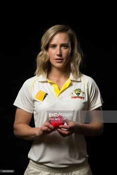 Perry poses during a Cricket Australia Women's Player Camp at the Centre For Excellence on September 2017 in Brisbane, Australia. Icc Cricket, Cricket Sport, Cricket Wicket, England Cricket Team, Matt King, Steve Smith, Latest Hd Wallpapers, Sports Women, Female Sports