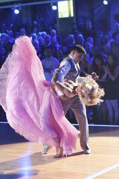 Walc wiedeński i pięknie tańcząca suknia